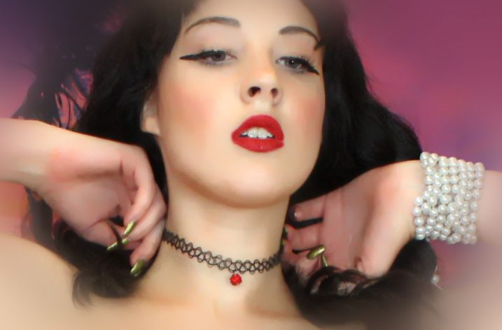 Camgirl Make-Up Tips and Tricks: Kissable Lips And Gorgeous Hair